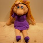 SOFT TOY THE MUPPETS MISS PIGGY