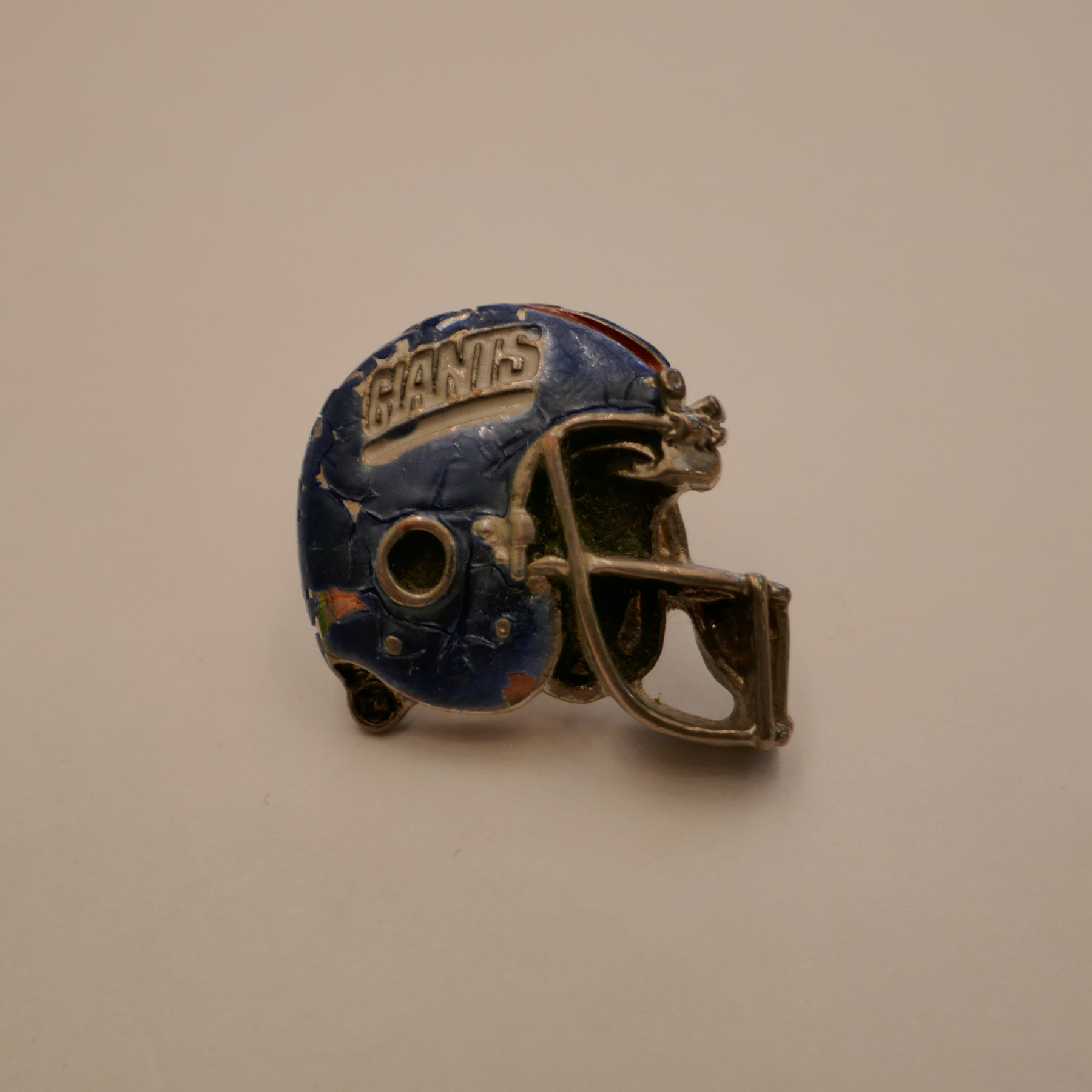 GIANTS HELMET pins